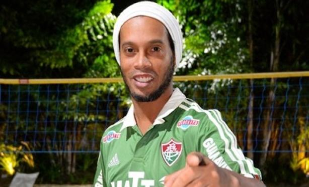 Ronaldinho Gaúcho assina com o Fluminense até 2016. - Rádio Piratuba a2c419eb33eb0